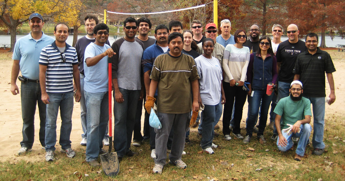 Dell employees volunteer at their local park. Thank you, Dell!