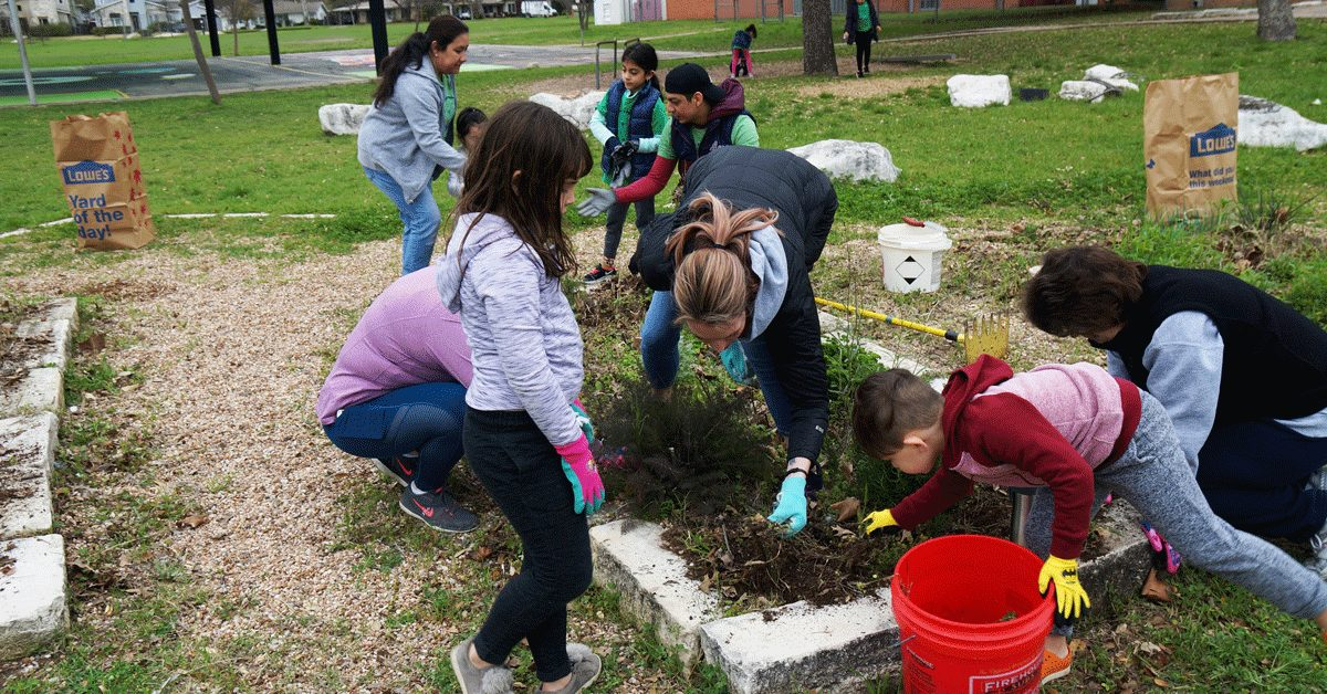 """Featured image for """"Labor of Love: Thousands of Volunteers Help Parks on It's My Park Day"""""""